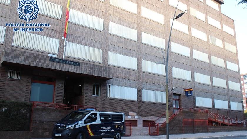 Fachada de la Comisaría de la Policía Nacional de Almería.