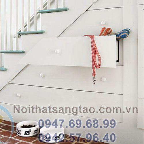 tận dụng gầm cầu thang làm tủ áo