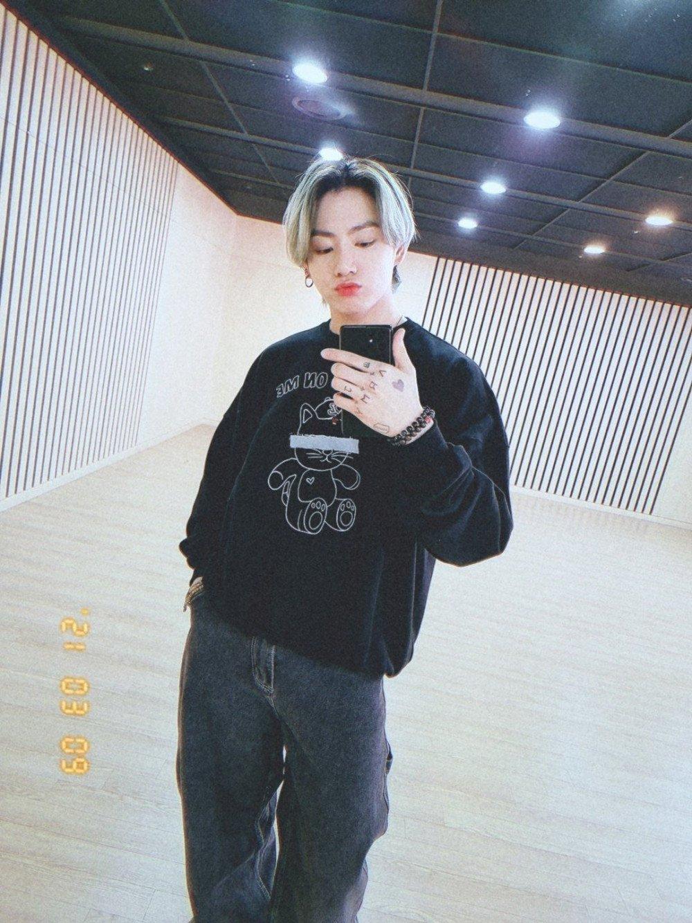 jungkook selfie