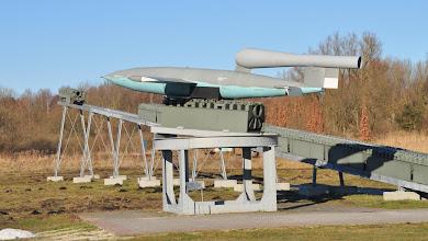 Photo: Rakieta V-1 i wyrzutnia