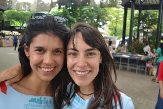 Photo: La mujeres en bici enamoran y sonrien