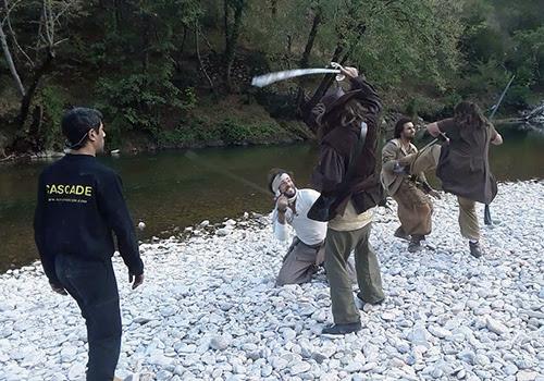 Chorégraphies de cascades physiques et duels d'escrime entre pirates et corsaires pour le tournage d'un film.