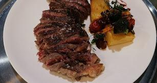 El chuletón es uno de los platos más aclamados.