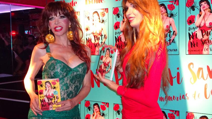La Veneno junto a Valeria Vegas, autora de sus memorias.