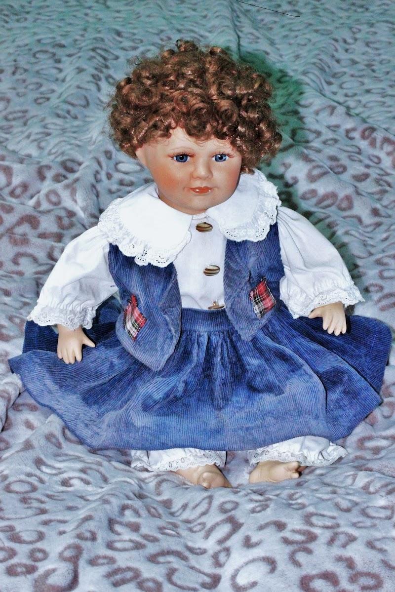 Lo sguardo delicato di una bambola... di ScrofaniRosaria