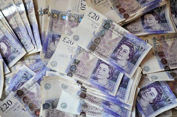 Out of work printer produced £160,000 worth of FAKE £20 notes in Glasgow  flat - Daily Record