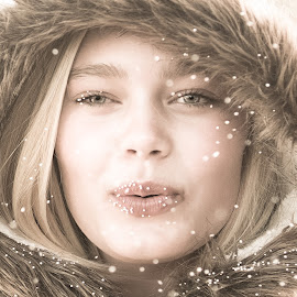 by Rute Martins - People Portraits of Women ( face, woman, headshot, snow, girl,  )