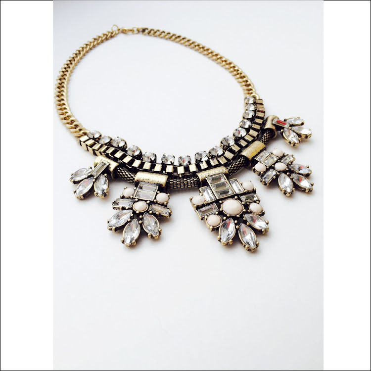 N038 - G. Element Daisy Crystal Necklace