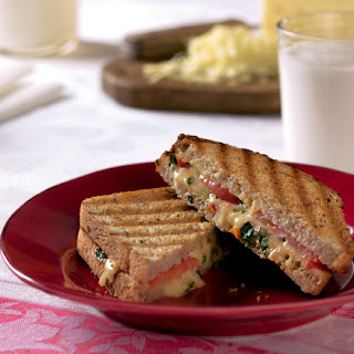 Grilled Cabot Cheddar & Roasted Red Pepper Sandwiches Recipe