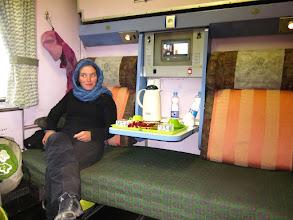 Photo: Train couchette de Tabriz a Teheran. Thé, petits gâteaux, jus de fruit, draps propres et même une couette!