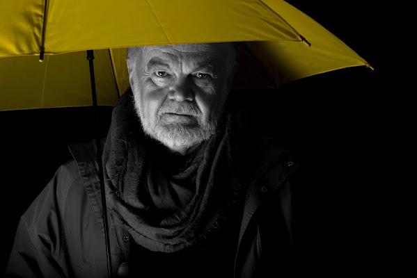 Bianco e nero con ombrello a colori di Samyna