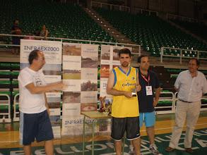 Photo: Luis Javier Polo recibe el Trofeo de Semifinalista, entregado por Juan Antonio Galán (Asociación de Aficionados)