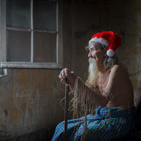 Lonely Santa by Andi Kurniadi - People Portraits of Men ( santa claus, old man, people,  )
