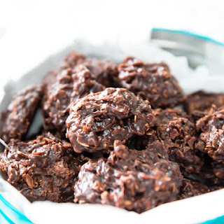 No-Bake Cookies With Chocolate, Peanut Butter, and Chewy Oats.