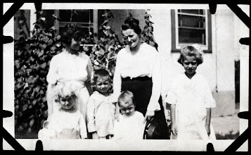 Photo: Tom Brandvold Album TBB155 / May Hansen and Laura Hansen.  Winston Hansen, Norman Fjelstad, Elroy Fjelstad, Evelyn Hansen