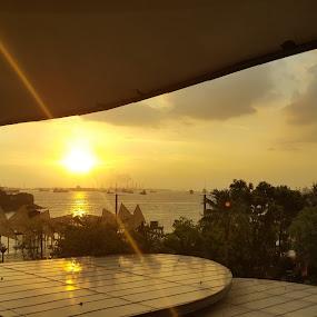 Sunrise by Riddhima Chandra - Uncategorized All Uncategorized ( sky, sunrise, light, yellow, landscape,  )