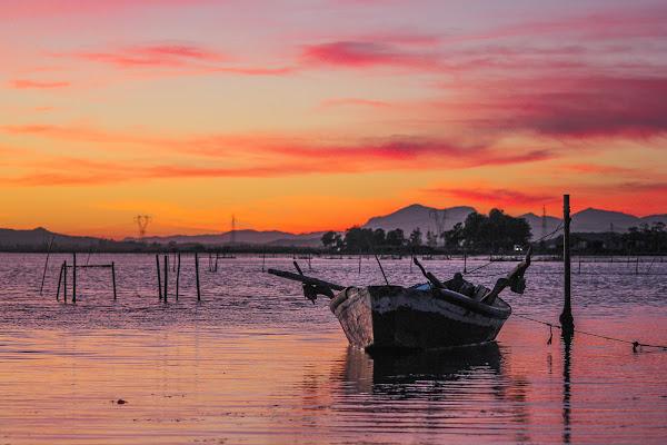 E' sera, si tirano i remi in barca. di Tefnut_Simo