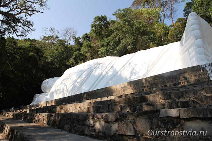 Лежащий Будда на горе Та Ку, Вьетнам