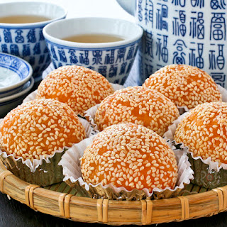 Jian Dui (Deep Fried Glutinous Rice Balls or Sesame Seed Balls).