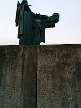 Photo: Statue de Ingólfur Arnarson : côté avec Odin