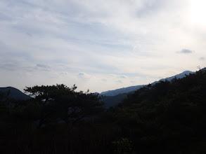 砂山から釈迦ヶ岳(右)