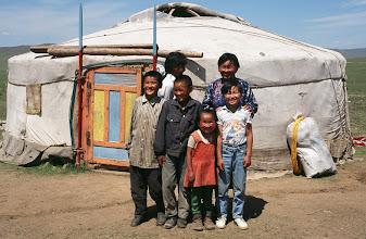 Photo: 03141 ウランバートル/牧民の家/家族写真