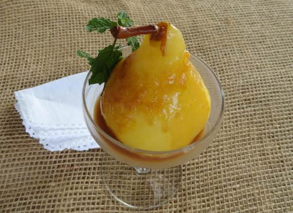 Mimosa Poached Pears With Champagne Sauce