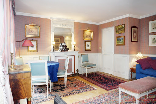 1 bedroom Apartment Next to Eiffel Tower living room