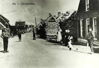 Photo: Rechts de vader van Neeltje Romeijn Nederveen, Teunis Nederveen geboren 03-05-1854 overleden 17-01-1926