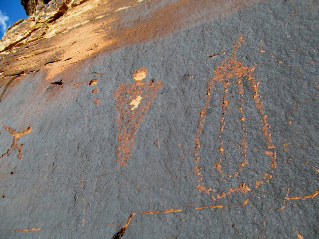 Possible Barrier Canyon Style petroglyphs (roated counterclockwise)