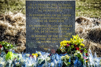 Photo: A stele, carved in French, German, Spanish and English, in memory of the victims of the Germanwings Airbus A320 crash, is pictured in the small village of Le Vernet, French Alps, on March 27, 2015, near the site where an Airbus A320 crashed on March 24. The Germanwings co-pilot who flew his Airbus into the French Alps, killing all 150 aboard, hid a serious illness from the airline, prosecutors said on March 27 amid reports he was severely depressed. AFP PHOTO / JEFF PACHOUD