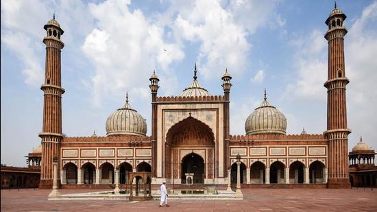 A deserted view of Jama Masjid amid a Covid-19 induced lockdown in Delhi. (Amal KS/HT PHOTO)