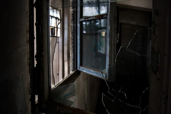 Broken glass di ZenithFox