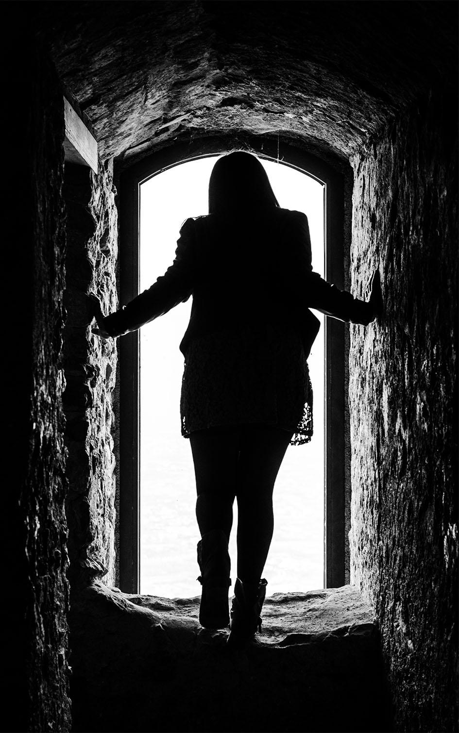 La felicità spesso si insinua attraverso una porta che non sapevate di aver lasciato aperta.  di gina_todisco