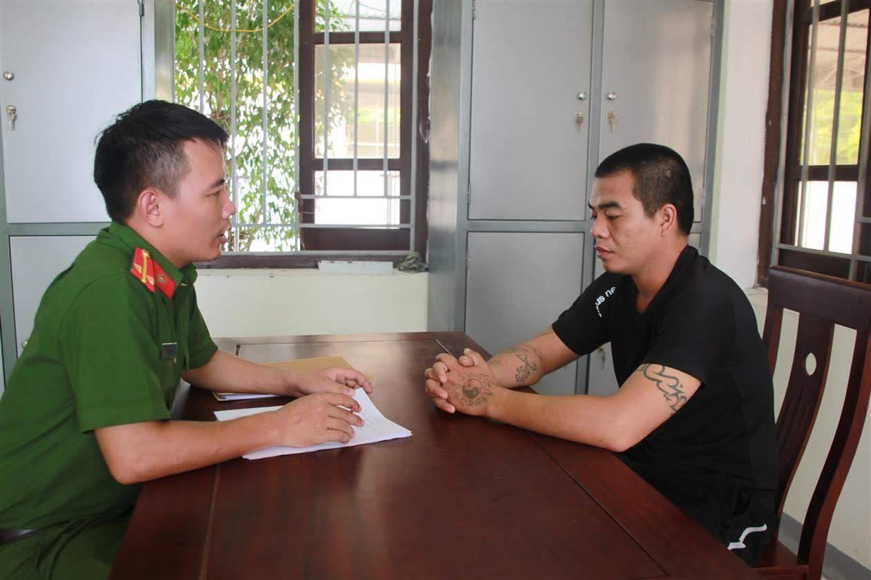 Công an huyện Tân Kỳ lấy lời khai đối tượng phạm tội