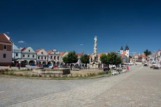 Photo: W środku rynku stoi Słup Mariański z lat 1716-1720 oraz dwie fontanny dolna i górna.