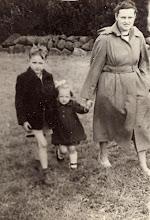 Photo: Evert, Marchie en Martha Mennega-Stenveld