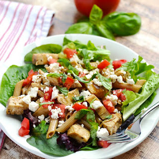 Greek Pasta with Chicken, Tomatoes, Basil and Feta {Taziki's Friday Pasta}.