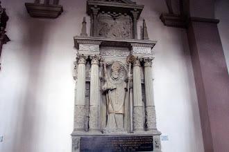 Photo: Grabmal des Bamberger Fürstbischofs Veit II. v. Würzburg in der Bamberger St.-Michaels-Kirche. Gefertigt um 1580 durch den Bildhauer Hans von Wembding, der mit dem Künstler Hans Werner identifiziert wird.