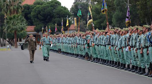 La Legión rinde homenaje a los últimos laureados