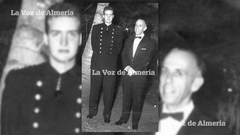 Sixto Espinosa Orozco posando junto al entonces Príncipe de España, don Juan Carlos de Borbón.