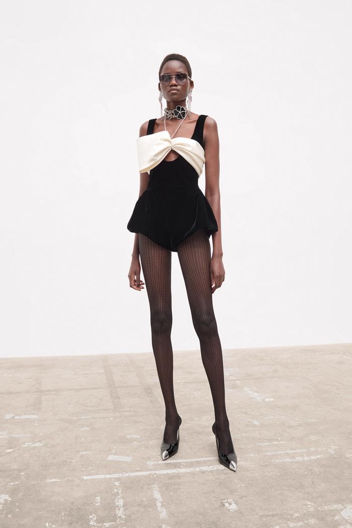 Zendaya-Dune-Vogue-British-Magazine-October-2021-Issue-Style-Fashion-Saint-Laurent-Tom-Lorenzo-Site-3