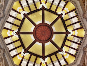 Photo: The renovated ceiling at Tokyo Station