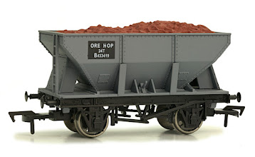 Photo: 4F-033-011  24T Ore Hopper