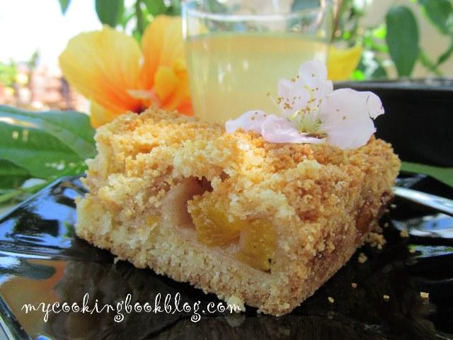 Сладкиш с маслено тесто и плънка от праскови (Peach Crumb Bars)