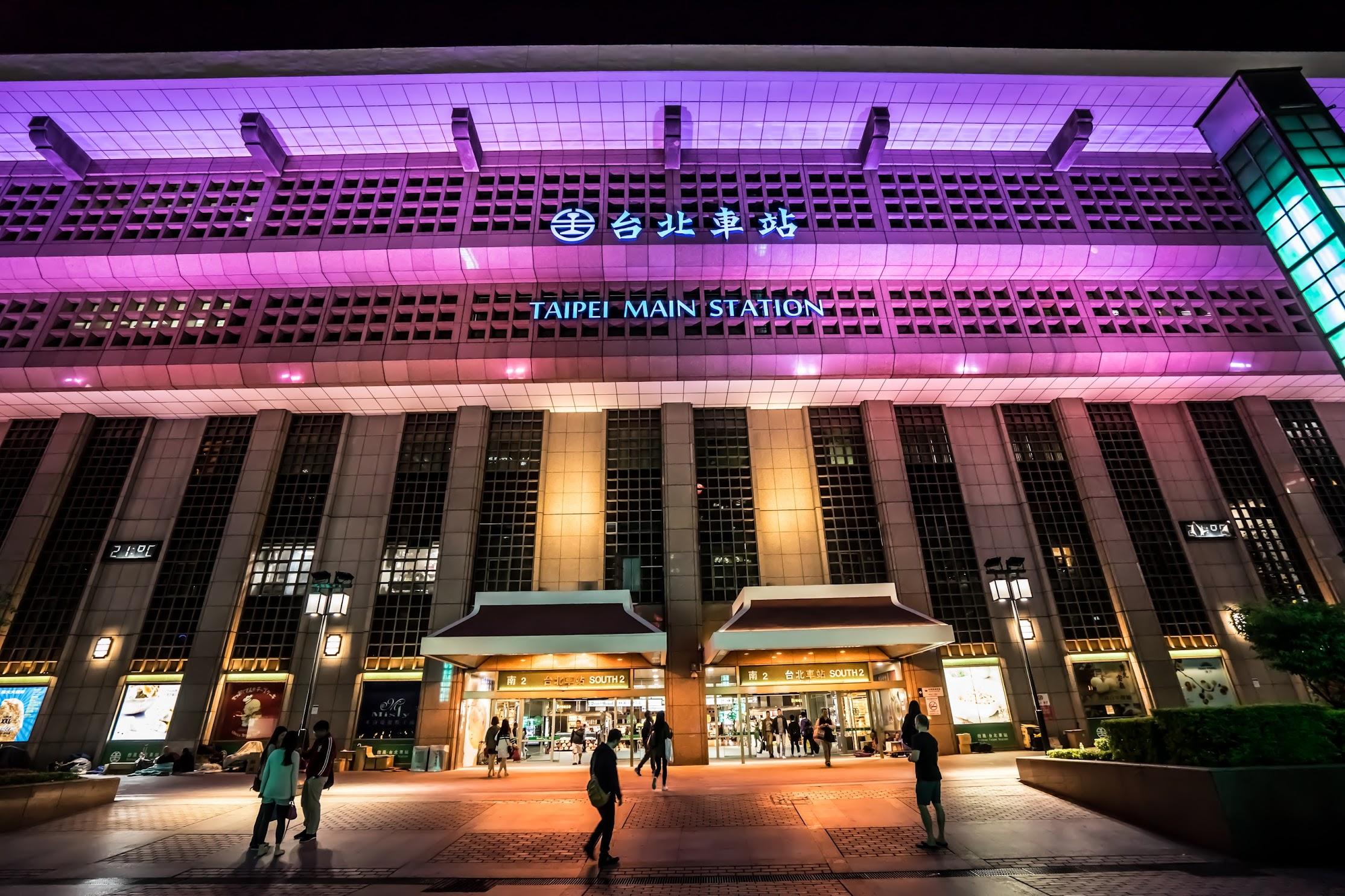 台北駅 ライトアップ2