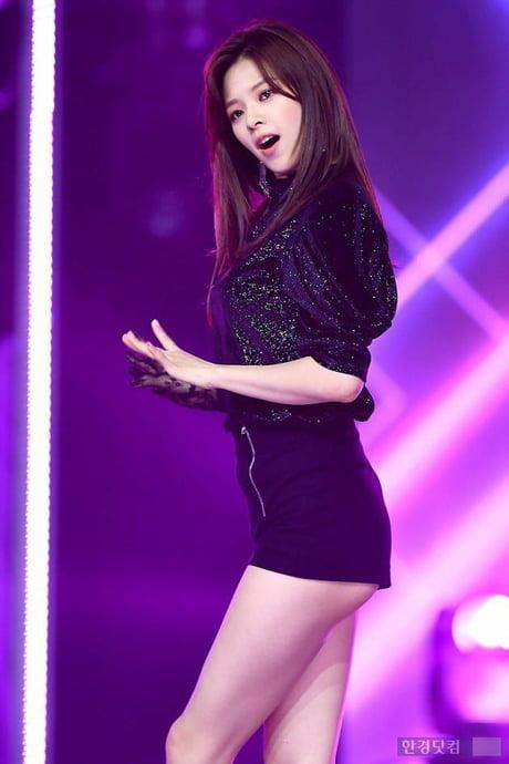 jeongyeon legs 20