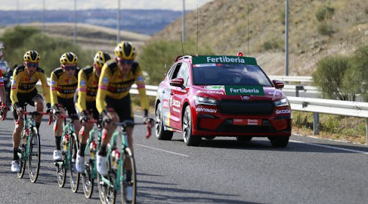 El Škoda Enyaq, coche oficial de la Vuelta, recorre la provincia de Almería