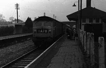 Photo: An up train arrives at Charlbury on a grey day (Dec 1972)
