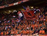 Nederlandse fans in Boedapest meteen met neus op de feiten gedrukt en moeten van UEFA regenboogvlaggen afgeven